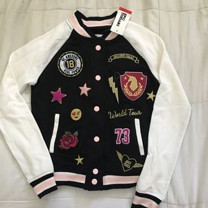 Stylish jacket with pockets!